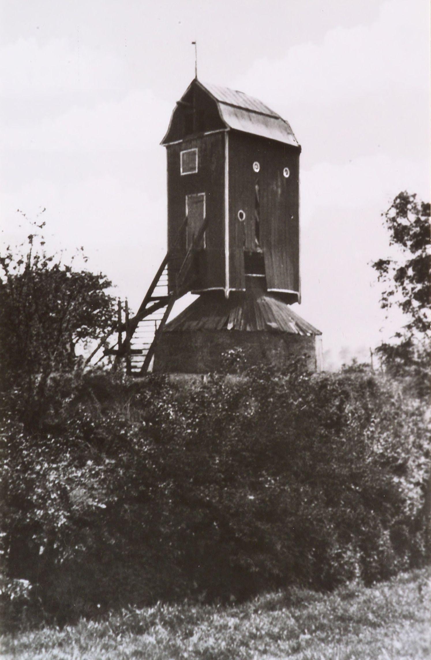 De Nieuwlandse Molen (1797) in Biervliet, gesloopt in 1926. Foto circa 1925 (Zeeuws Archief, KZGW, Zelandia Illustrata).