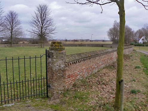 De ruïne van de kapel in Hoogelande voor de restauratie in 1964