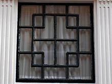 Bovenlicht met een geometrisch motief in de Herenstraat in Middelburg (2010)