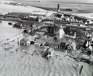 Sint-Philipsland (dorp) vanuit de lucht, 2 februari 1953 (ZB, Beeldbank Zeeland).