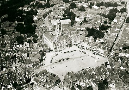 De Middelburgse Markt heette vóór de Tweede Wereldoorlog met recht Groote Markt