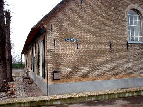 Vloedboerderij van Hildernisse, herinnering aan het verdronken dorp Hildernisse
