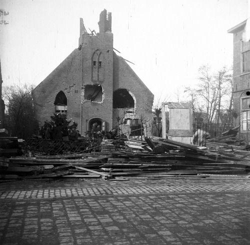 Verwoeste Nederlands Hervormde kerk in Breskens in 1944 (ZB, Beeldbank Zeeland, foto M. Geerse).