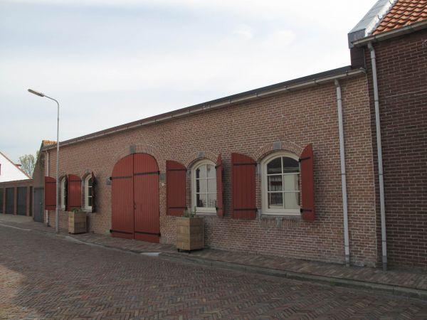 Restant van Fort Bath aan de Arsenaalstraat: een monumentale, voormalige militaire opslagplaats uit 1787 (foto Michiel Verbeek/Wikimedia Commons).