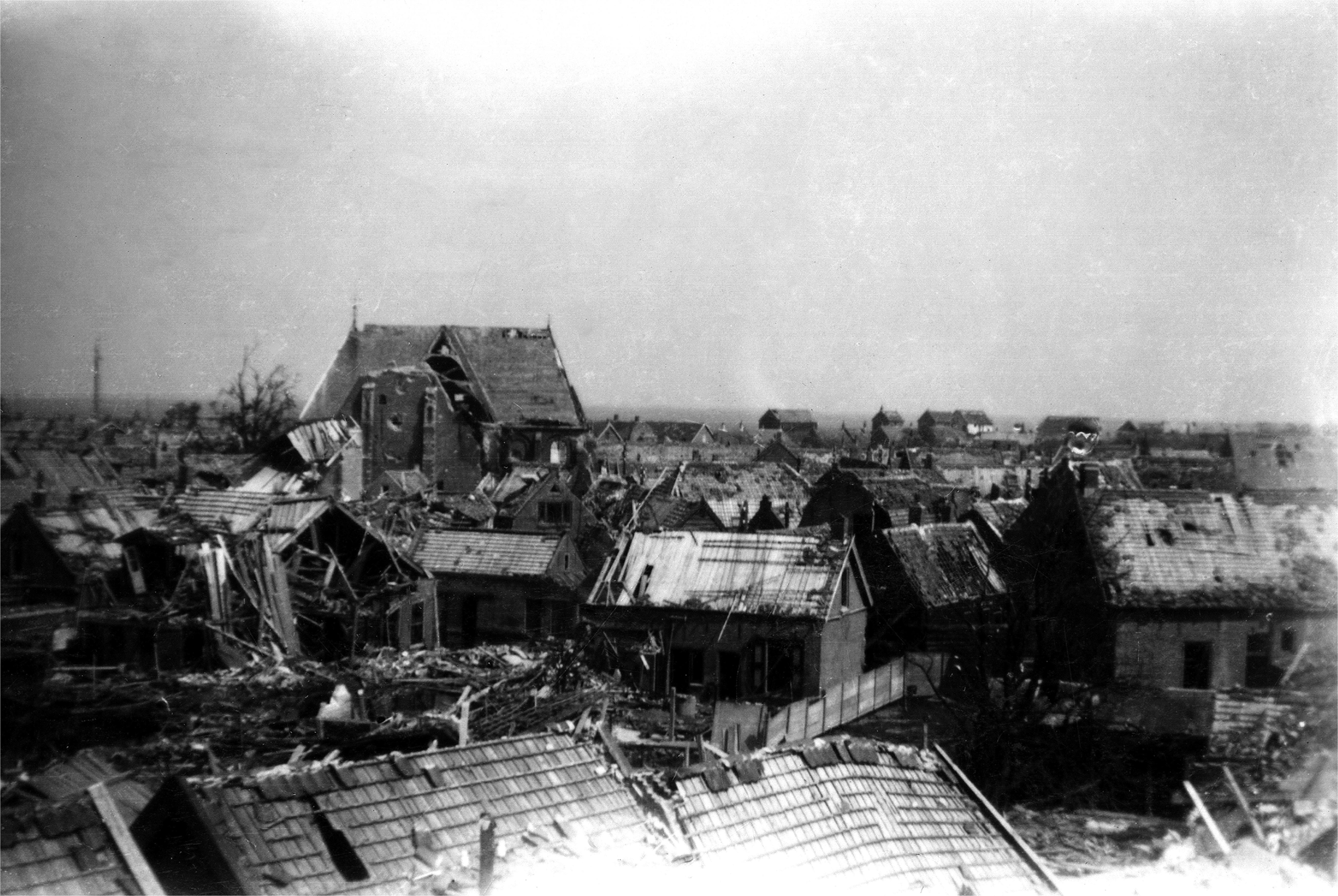 De verwoesting in Bruinisse na het bombardement van 5 januari 1945 (Brusea).