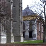 Stonden toren en kerk in Zierikzee tegen elkaar?