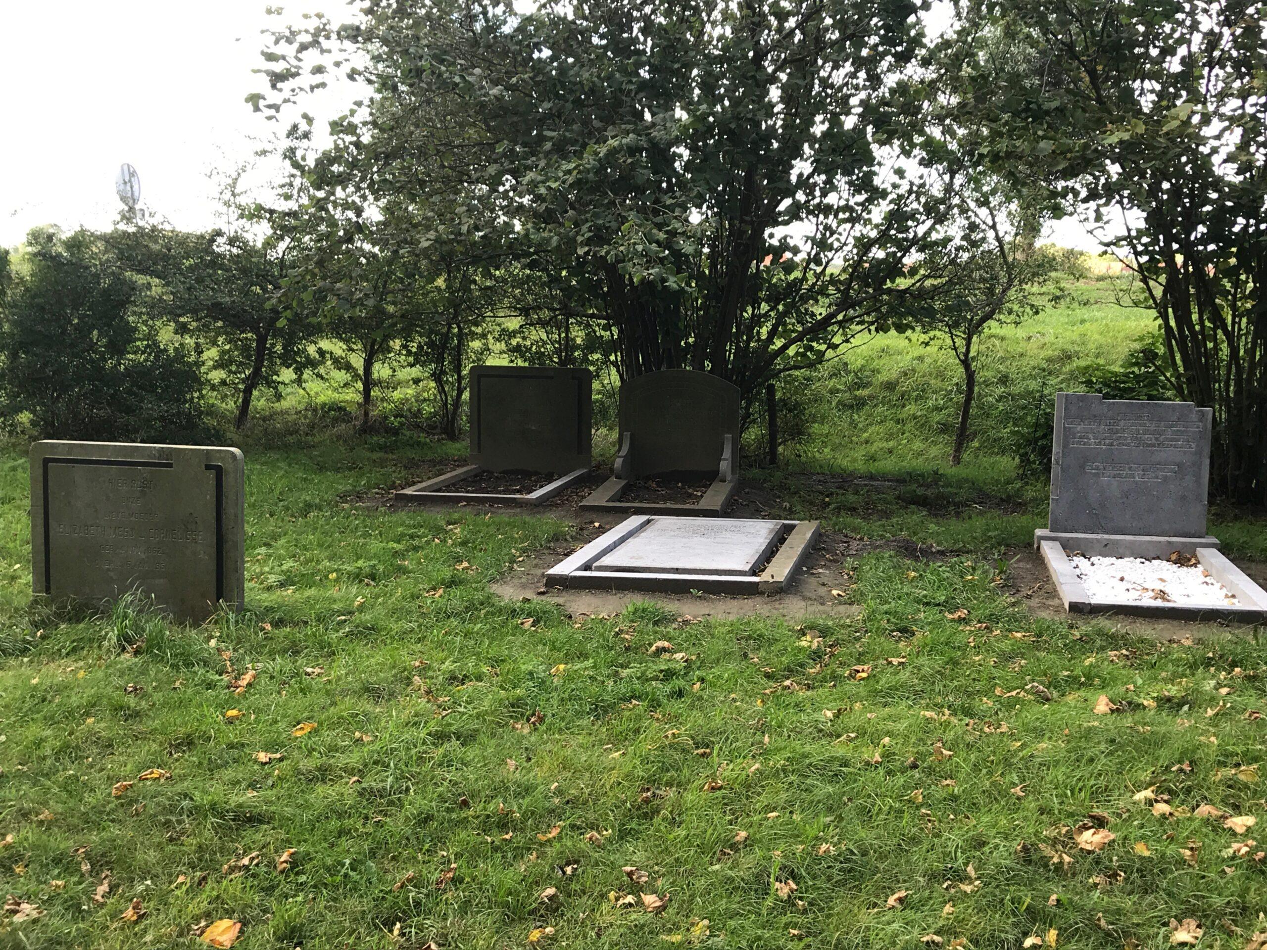 De begraafplaats na de renovatie van 2019 (foto Ko Joosse).
