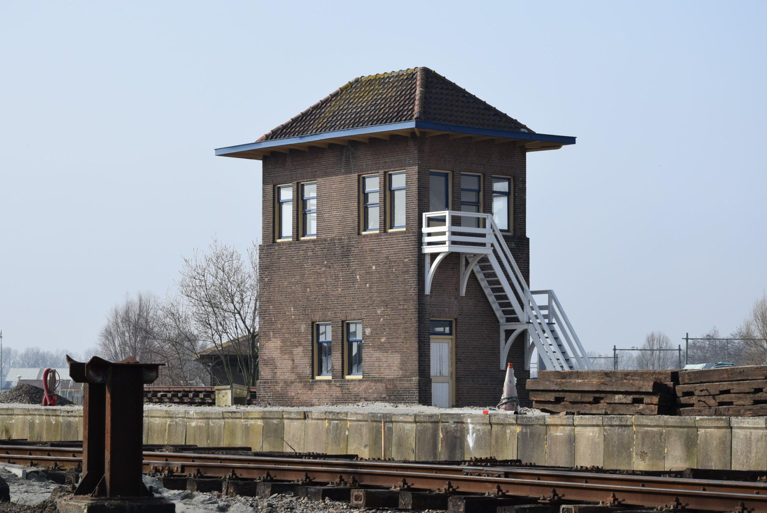 Voormalig seinhuisje Middelburg, sinds 2000 op het SGB-emplacement in Goes (foto H.M.D. Dekker).
