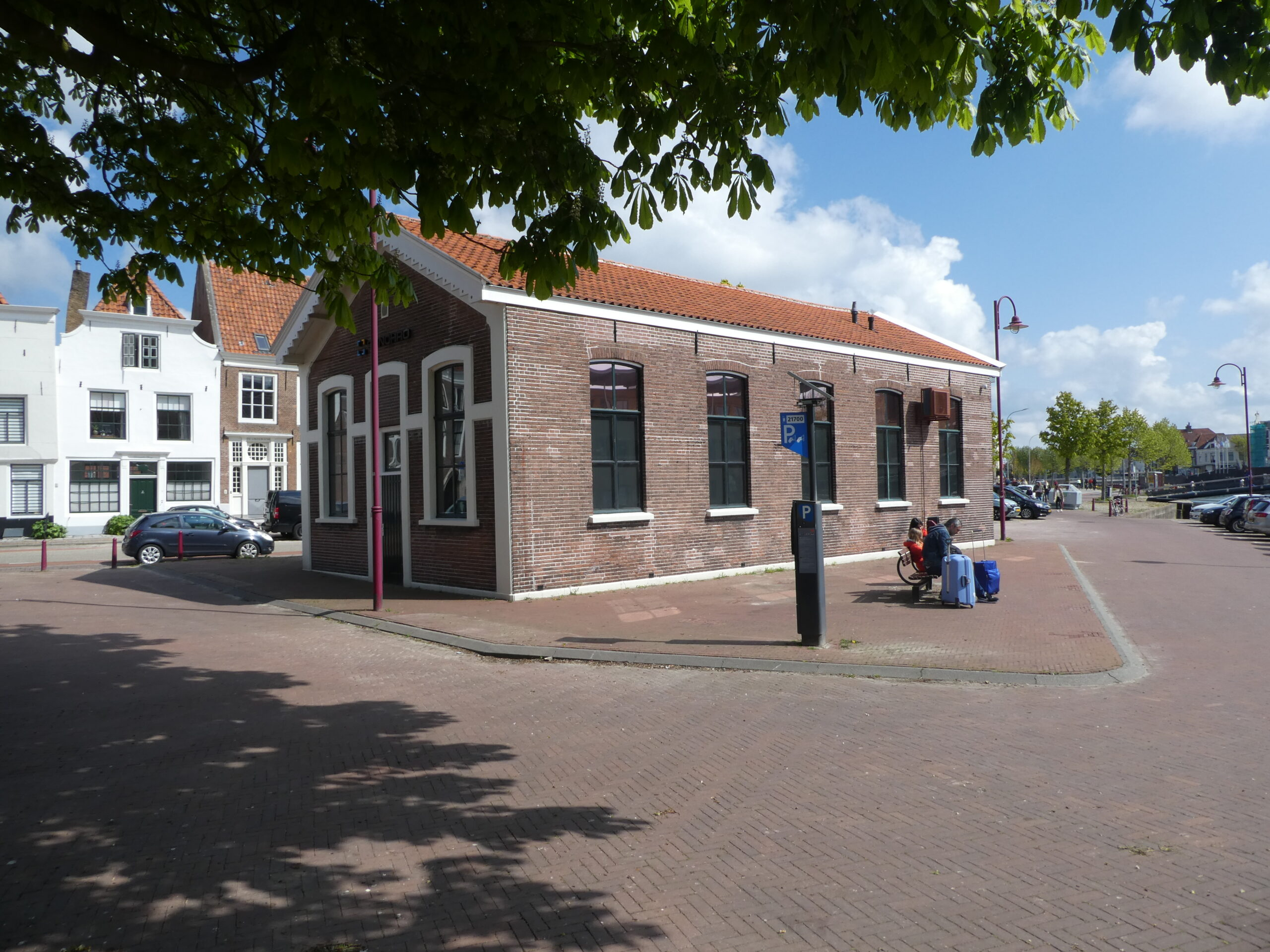 Het gebouw van de voormalige gymzaal aan de Nieuwe Haven.