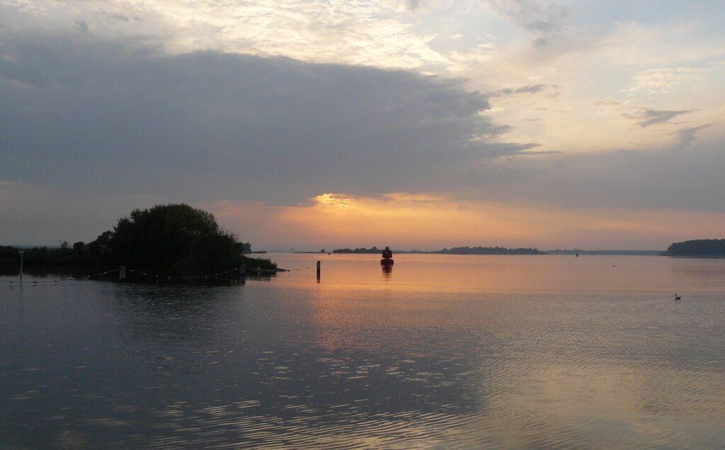 Het Veerse Meer bij de Schelphoek, Wolphaartsdijk (foto H.M.D. Dekker).