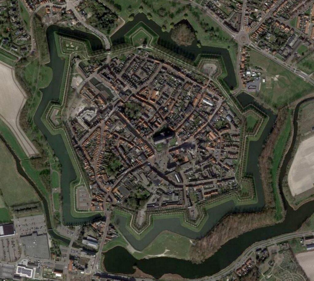 De vesting Hulst (Google Earth).