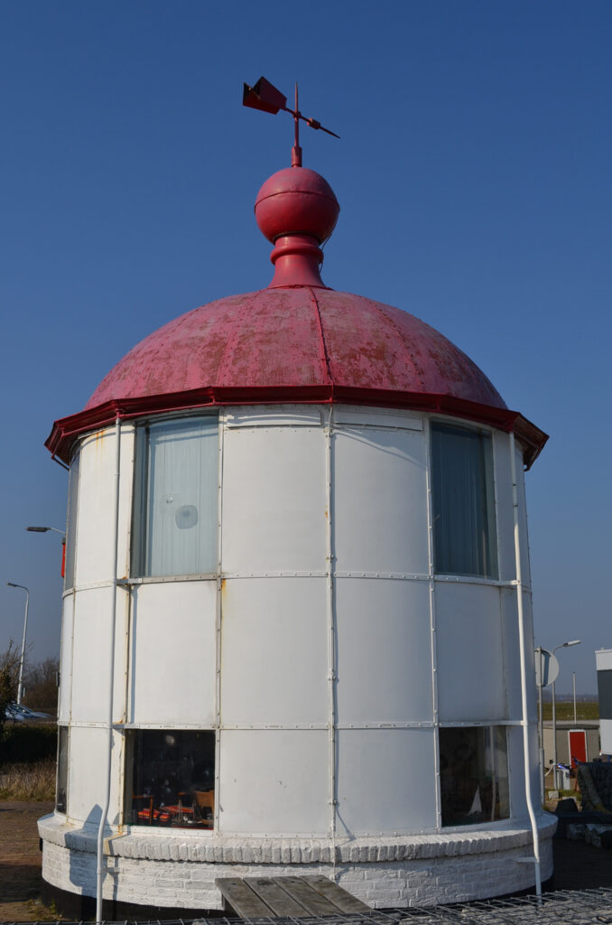 Het voormalige lichthuis van Burghsluis (foto H.M.D. Dekker).