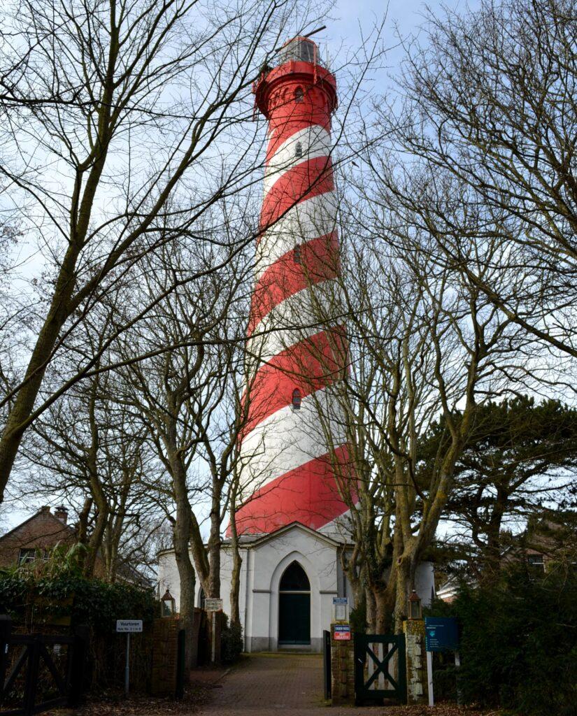 Vuurtoren van Nieuw-Haamstede (foto H.M.D. Dekker).