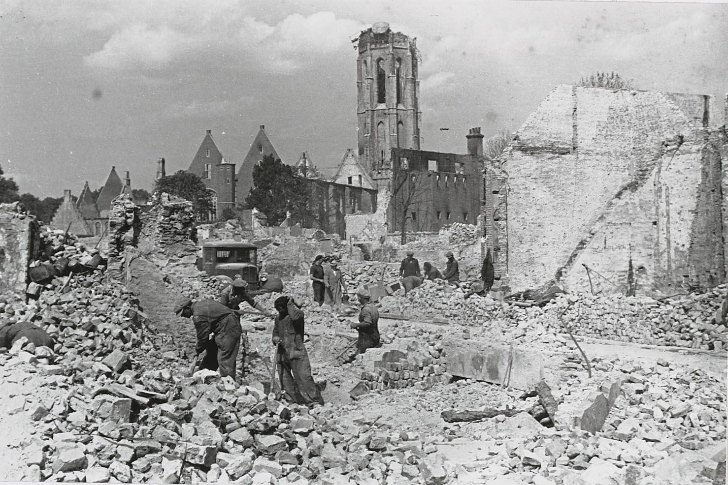 Middelburg na de brand in mei 1940. (Zeeuws Archief, HTAM)