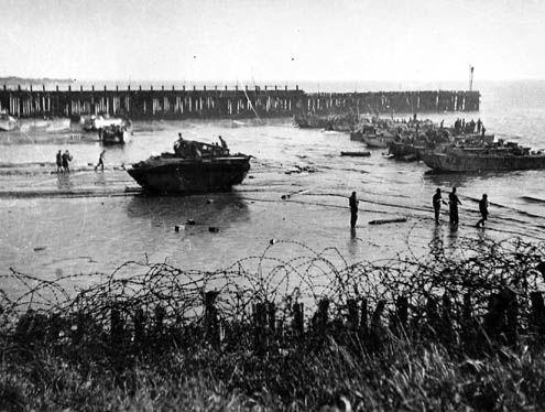 Franse commando's landen op het strand van Vlissingen, 1 november 1944. (Zeeuwse Bibliotheek, Beeldbank Zeeland)