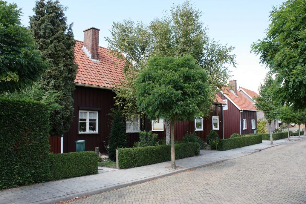 Een aantal van de karakteristieke Noorse geschenkwoningen in Stavenisse is nog grotendeels authentiek. (Beeldbank SCEZ)