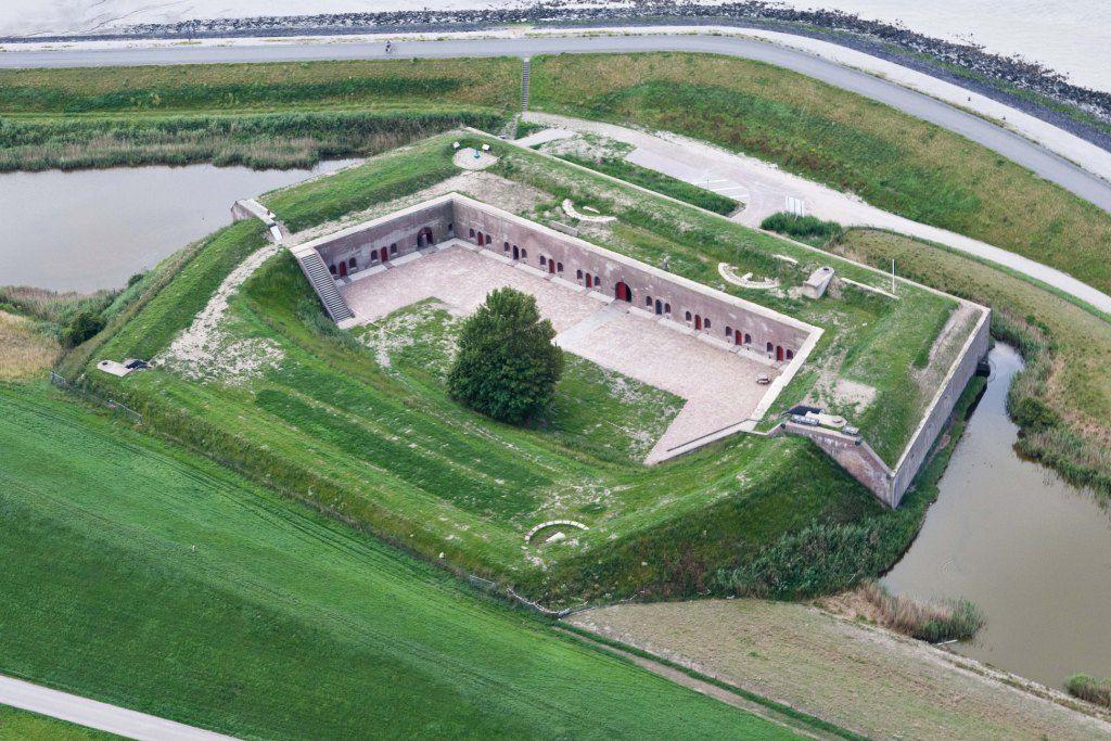 Fort Ellewoutsdijk. (Foto Joop van den Houdt, Beeldbank Rijkswaterstaat)