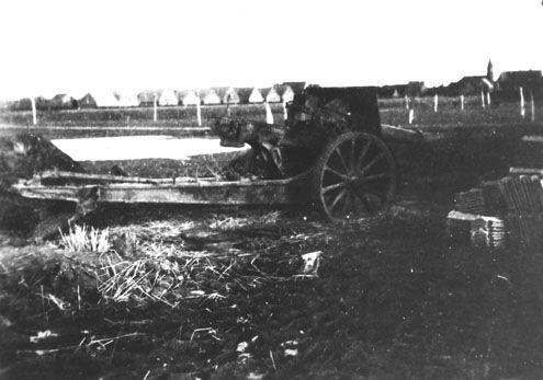 Een van de op de Sloedam gerichte kanonnen bij het oliekot van Nieuw- en Sint-Joosland, 1944. (Zeeuwse Bibliotheek, Beeldbank Zeeland)