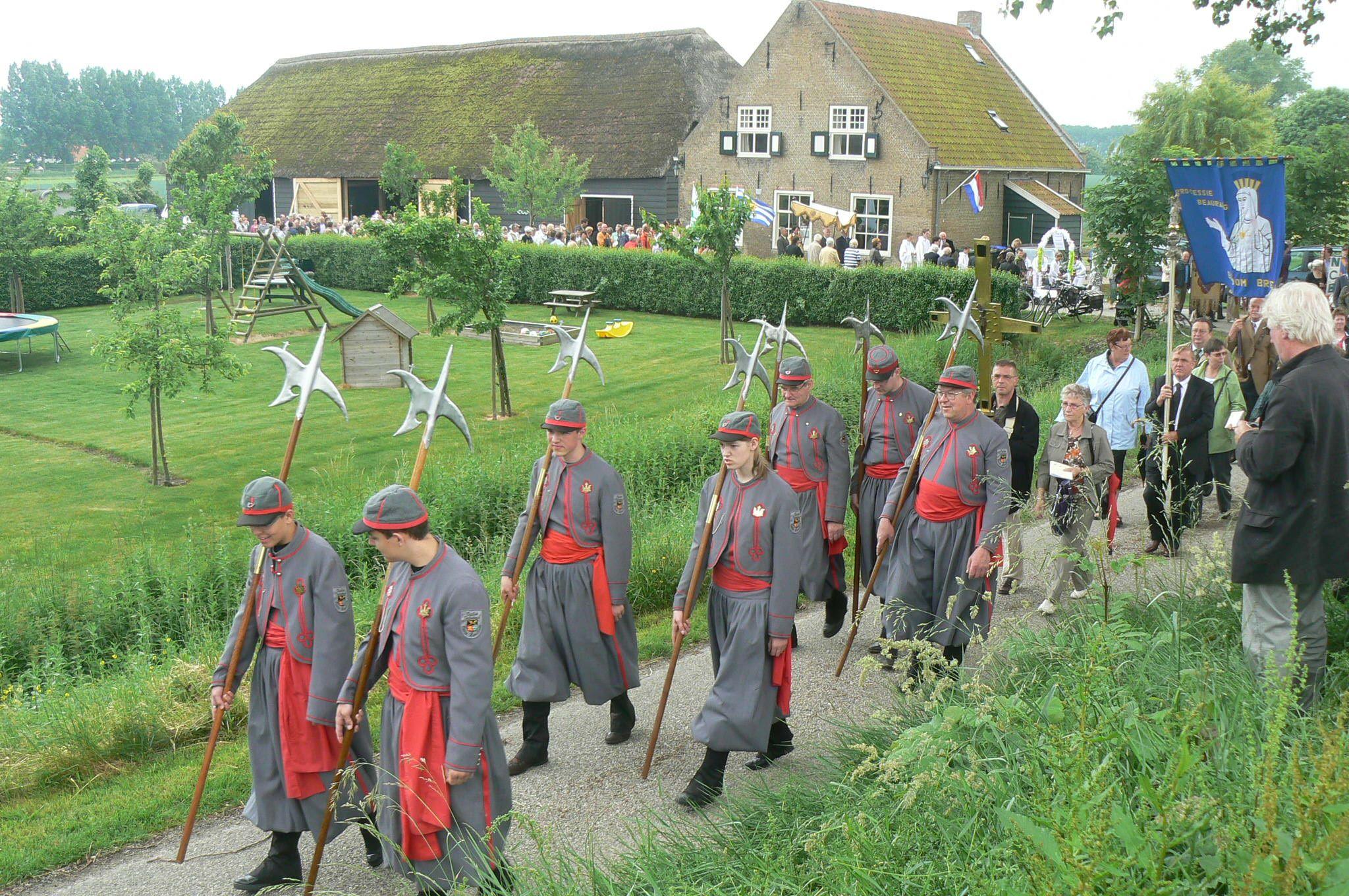 Sacramentsprocessie in Kwadendamme. (Beeldbank SCEZ)