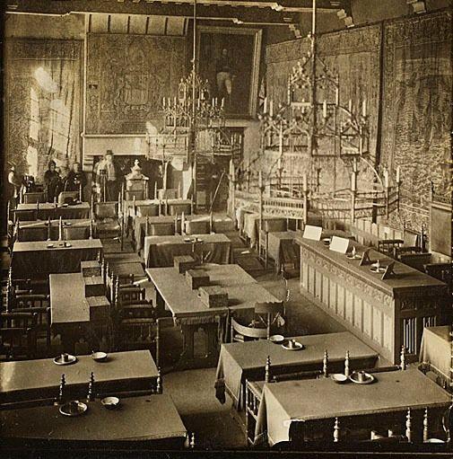Interieur van de Statenzaal in het Abdijcomplex te Middelburg, omstreeks 1920. Zeeuws Archief, HTAM.