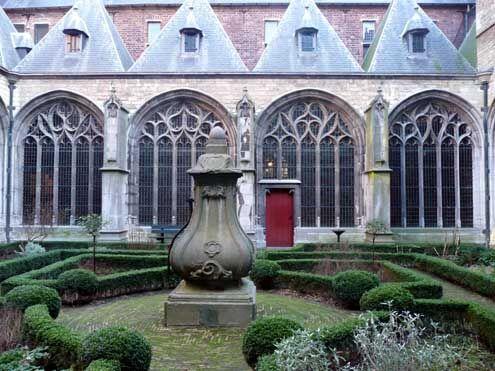 Kloostertuin in de Abdij van Middelburg, 2008.