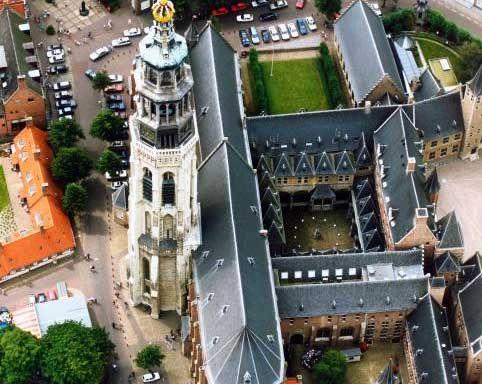 De Kloostertuin van bovenaf gezien. (Zeeuwse Bibliotheek, Beeldbank Zeeland, Provincie Zeeland, foto Slagboom en Peeters)