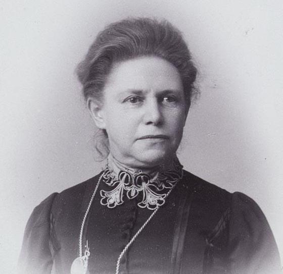 Portretfoto van Henriëtte van der Meij, 1904. (Collectie Internationaal Instituut voor Sociale Geschiedenis)