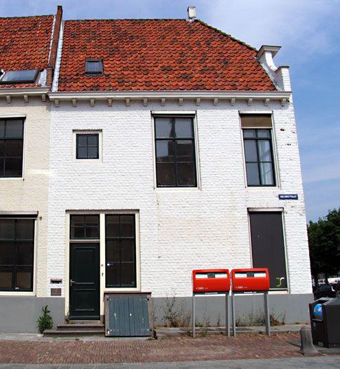 Henriëtte van der Meij-huis aan de Nieuwstraat in Middelburg. (Zeeuwse Bibliotheek, Beeldbank Zeeland, foto J. Francke)