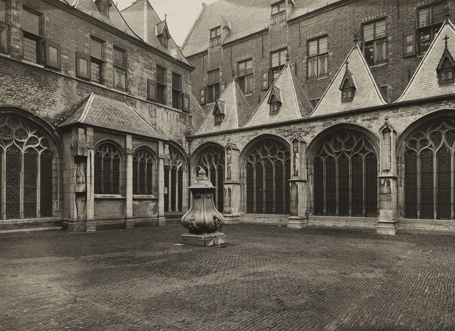 Kloostergang, circa 1935. (Zeeuws Archief, HTAM, foto De Maasbode)