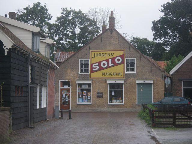 De Solo-muurschildering domineert het straatbeeld ter hoogte van de Zuidstraat in Dreischor. (Beeldbank SCEZ)
