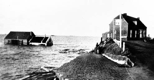 De Heerenkeet tijdens de watersnoodramp in 1953. (Zeeuwse Bibliotheek, Beeldbank Zeeland)
