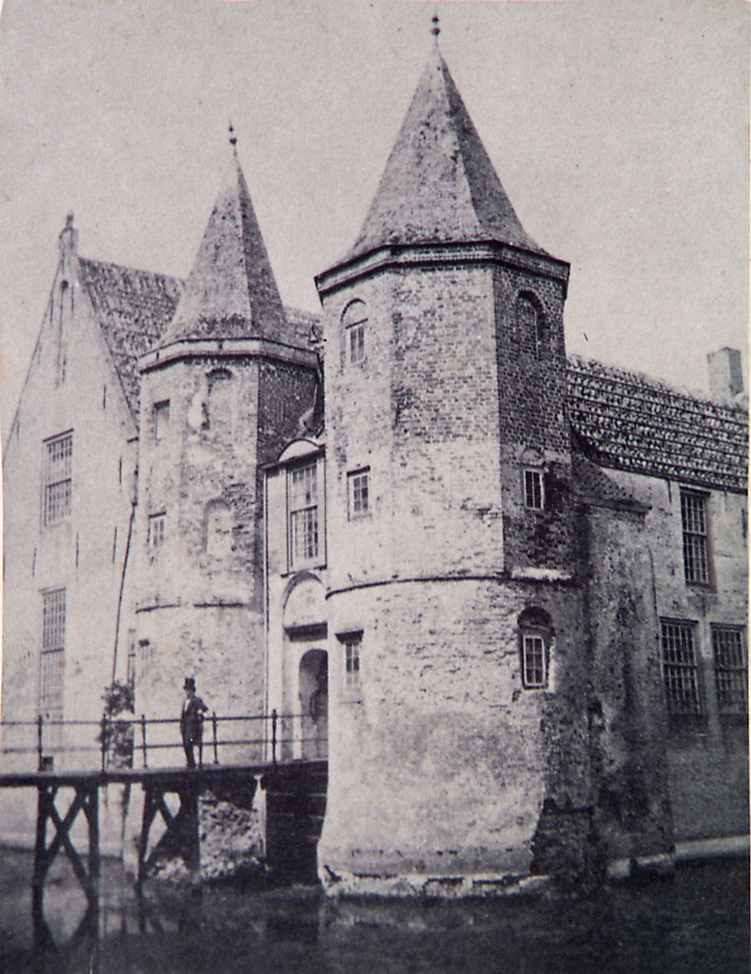 Kasteel Popkensburg voor de afbraak. Foto, circa 1860. (Zeeuws Archief, collectie Zeeuws Genootschap, Zelandia Illustrata)