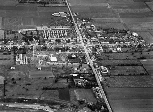 Schoondijke op luchtfoto, circa 1950 (Zeeuwse Bibliotheek, Beeldbank Zeeland, foto KLM Aerocarto)