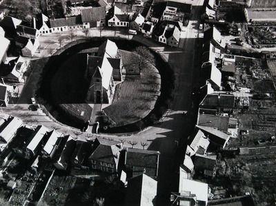 Luchtfoto van 'de ring' van Noordgouwe in 1973. (Zeeuwse Bibliotheek, Beeldbank Zeeland, foto Slagboom en Peeters)