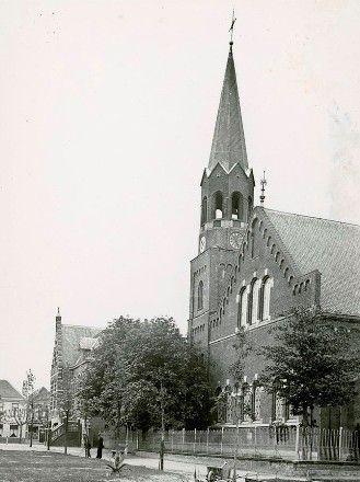 De kerk aan het Plein in Zaamslag, circa 1952. (Zeeuws Archief)