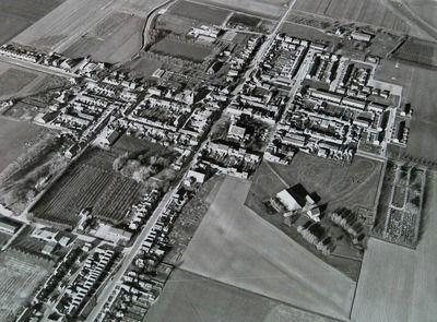 Luchtfoto van Zaamslag, 1972. (Zeeuwse Bibliotheek, Beeldbank Zeeland, foto Slagboom en Peeters)