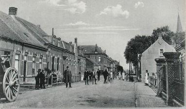 De Axelsestraat in Zaamslag. Prentbriefkaart circa 1910. (Zeeuwse Bibliotheek, Beeldbank Zeeland)