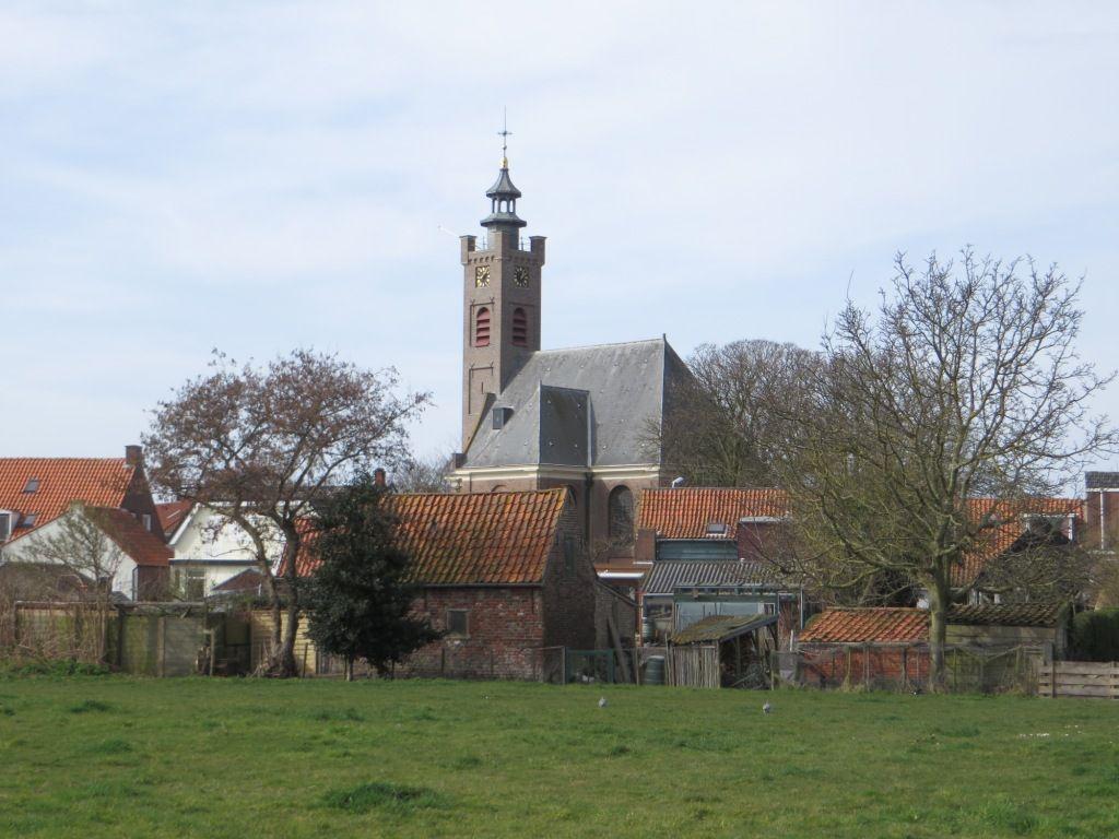 De kerk van Burgh, gezien vanaf de ringwalburg. (Beeldbank SCEZ)