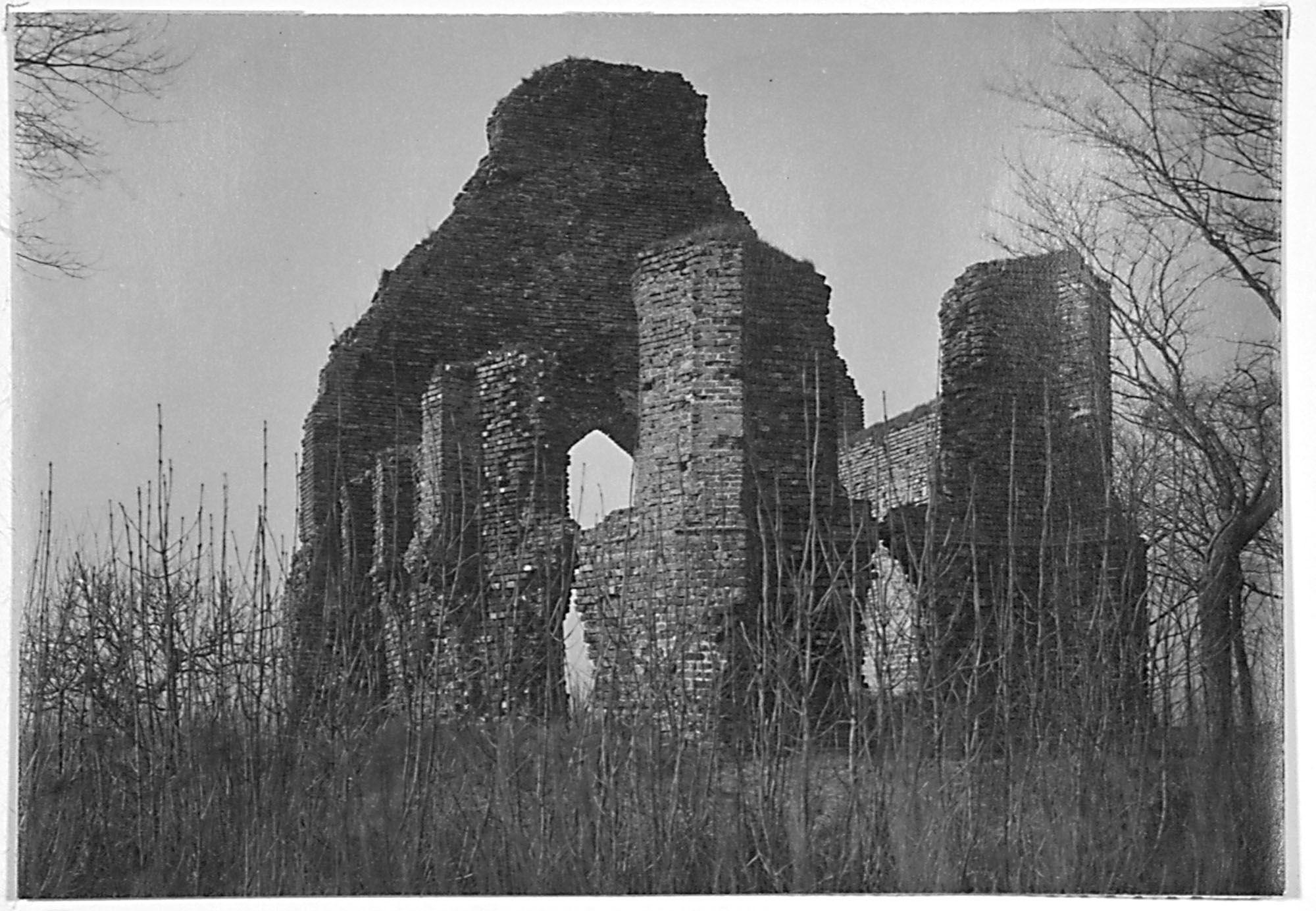 Ruïne van de kapel omstreeks 1920. (Zeeuws Archief, coll. Zeeuws Genootschap, Zelandia Illustrata)