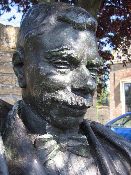 Buste van Pieter Zeeman voor zijn geboortehuis in Zonnemaire. (foto Dorine Ruter)