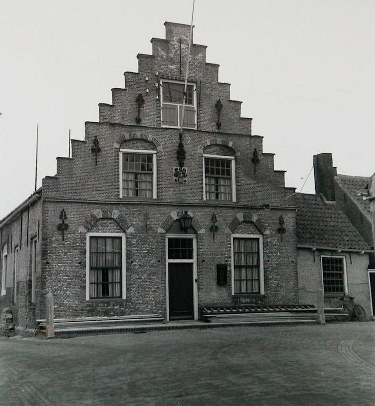 Geboortehuis van Pieter Zeeman, nu Prof. Zeemanstraat 15, in Zonnemaire, omstreeks 1950. (Zeeuwse Bibliotheek, Beeldbank Zeeland)