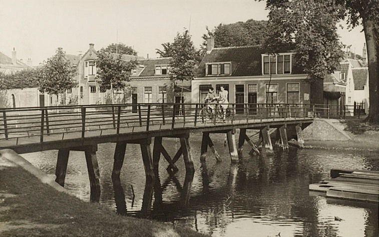Het Smytegeltbruggetje gezien vanaf de Herengracht. (Zeeuws Archief)