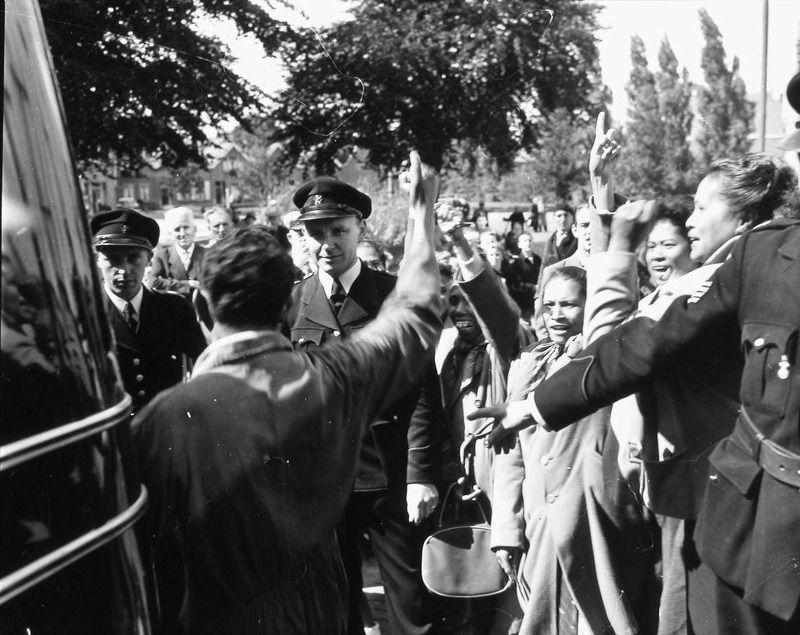 Molukse bewoners van het Nadorstkamp protesteren in Middelburg, 1956. (Zeeuwse Bibliotheek, Beeldbank Zeeland)
