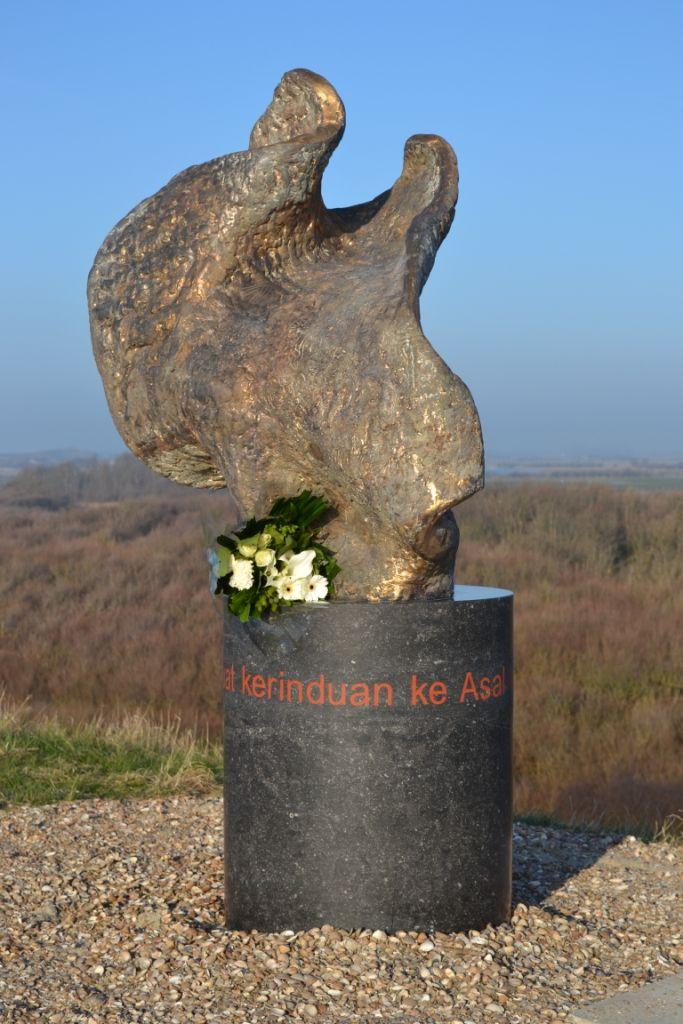 Het monument op de dijk bij Westkapelle. (Beeldbank SCEZ)