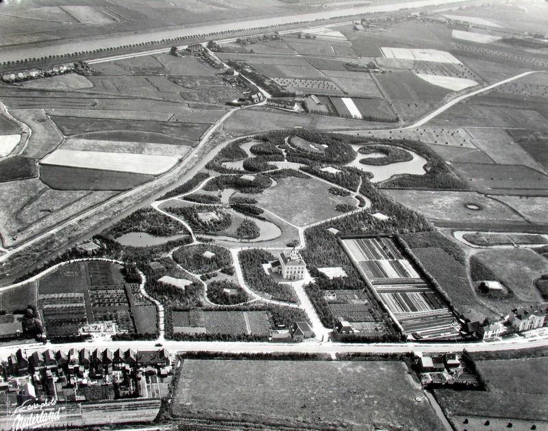 Het terrein van Toorenvliedt met de bunkers in de jaren vijftig. (Zeeuwse Bibliotheek, Beeldbank Zeeland, foto Aero-Phot)
