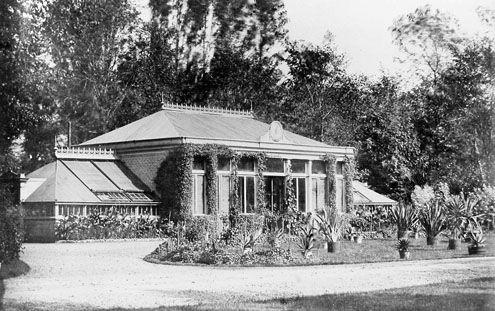 De oranjerie bij het Middelburgse buiten Ter Hooge aan de Koudekerkseweg, omstreeks 1900. (Zeeuwse Bibliotheek, Beeldbank Zeeland)