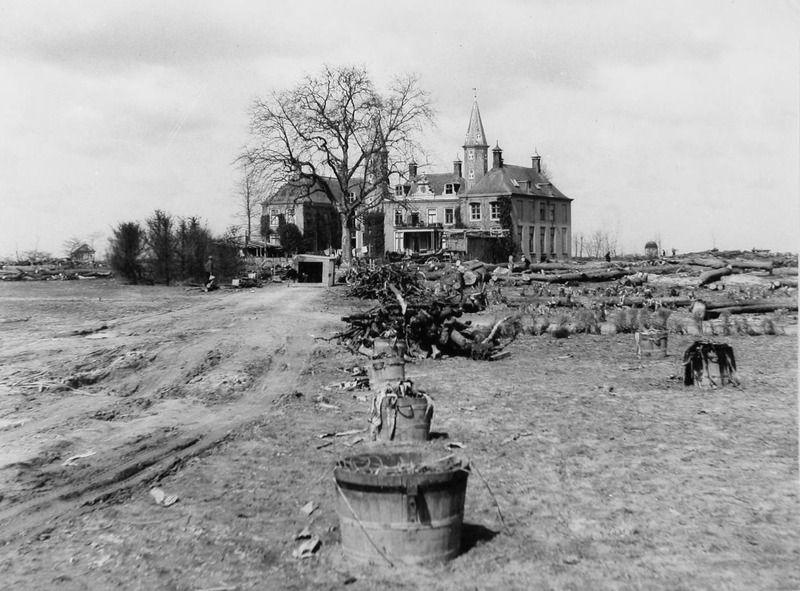 Ter Hooge na de inundatie, circa 1947. (Zeeuwse Bibliotheek, Beeldbank Zeeland)