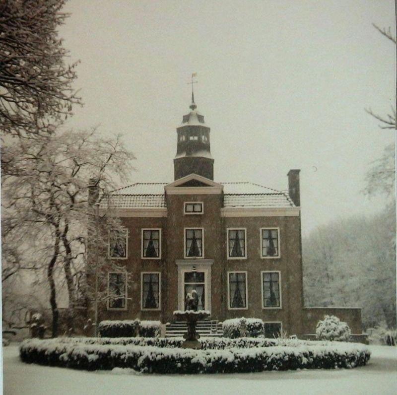 Duinbeek in Oostkapelle in de sneeuw, 1986. (Zeeuwse Bibliotheek, Beeldbank Zeeland, collectie Jan Bruijns, foto A. Dingemanse)