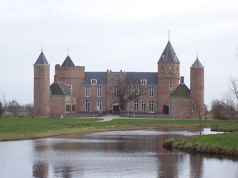 Kasteel Westhove in de Manteling bij Oostkapelle.