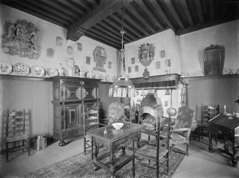 Interieur ontvangstruimte Moermond omstreeks 1916. (Beeldbank Rijksdienst voor het Cultureel Erfgoed, foto C. Steenbergh)